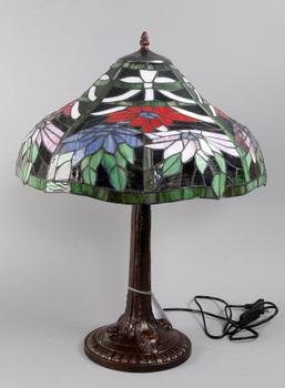 135575. BORDSLAMPA, Tiffany-stil, 19002000-tal.