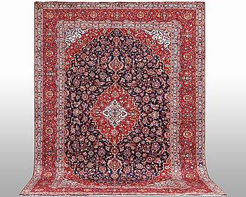 A carpet, Kashan, ca 408 x 290 cm.
