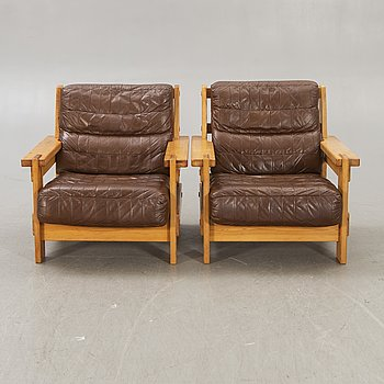 A pair of pine and leather armchairs by OY BJ Dahlqvist AB, BD Furniture, Jakobstad, Finland, 1970s.