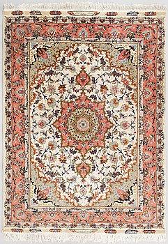 Matto, Täbris, signeerattu, part silk, noin 210 x 154 cm.