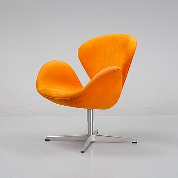 A 'Swan' easy chair by Arne Jacobsen for Fritz Hansen, dated 2005.