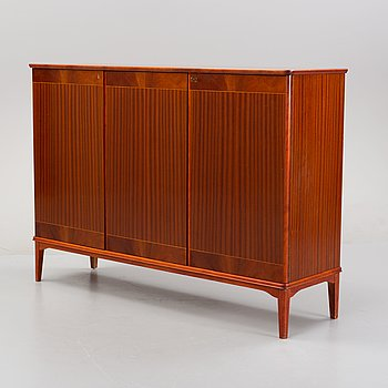 A 1940's mahogany cabinet.