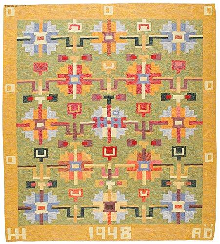 Matta. rölakan. 260,5 x 233,5 cm. invävd signatur aö  och broderat agda österberg (tre bäckar, varnhem).