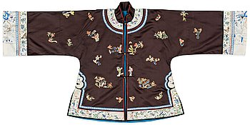 11. A chinese silk jacket from the time around 1900.