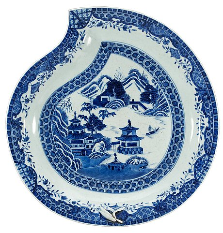 A blue and white serving dish, qing dynasty.