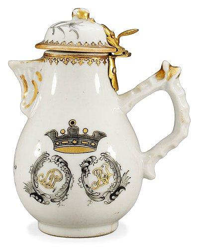 An armorial cream jug, qing dynastin, qianlong (1736-95).