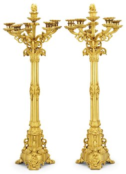 1025. A pair of French late Empire six-light candelabra.