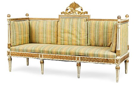 A gustavian sofa.