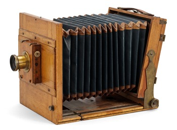 1. CAMERA, Thornton-Pickard, England, late 19th century. The lens marked Rapid Paraplanat.
