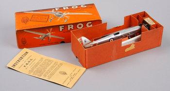 170449. MEKANISKT LEKSAKSFLYGPLAN, Frog, England 1930-40-tal.