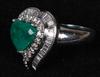 Ring, 18k vitguld med briljanter och colombiansk smaragd. tot ca 9 g