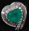 Ring, 18k vitguld med briljanter och colombiansk smaragd. tot ca 9 g.