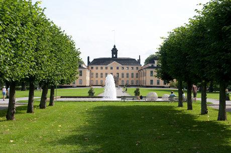 Två års fri entrè till samtliga kungliga slott. skänkt av ulriksdals slott.