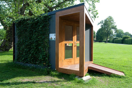 """Friggebod, """"the green building"""". lund och valentin arkitektur och design ab. skänkt av peab bostad."""
