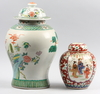 Urnor, 2 st. porslin, kina. 1900-tal.