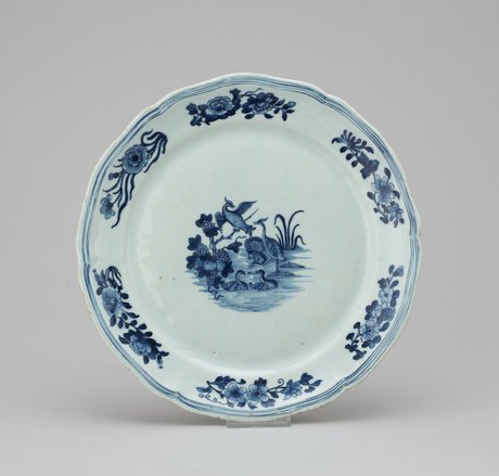 A blue and white plate, qing dynasty. qianlong (1736-1795).