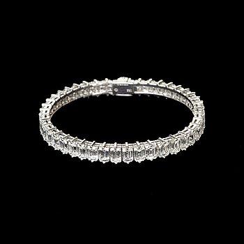 991. An emerald cut diamond bracelet, 21.60 cts, 1970's.