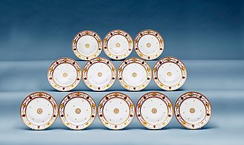 A set of 18 French Empire dessert dishes. Diameter 23,5 cm.