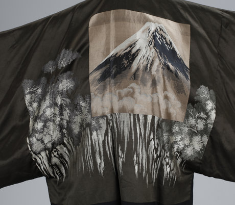 A set of two silk kimonos, early 20th cent.