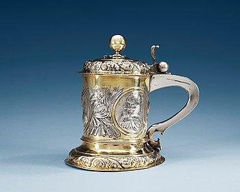 791. A GERMAN PARCEL-GILT TANKARD, Makers mark of Johannes Paul Schmidt (1683-1703), Leipzig.