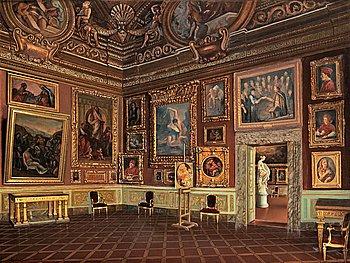 219. Santi Corsi, Interior.