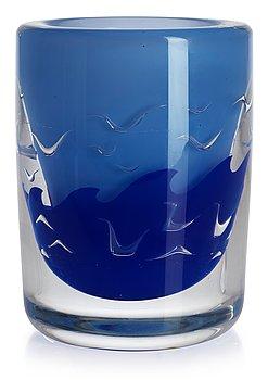 723. An Olle Alberius 'ariel' glass vase, Orrefors 1977.