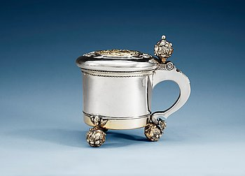 792. A 18TH CENTURY PARCEL-GILT TANKARD, un marked, possibly Baltic 18th century. Weight 1 257 g.