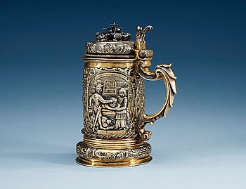 790. A 17TH CENTURY SILVER-GILT TANKARD, Makers mark of Erhardus Würstemann (1612-1677), Löcse. Depicting the story of Judith and Holofernes.
