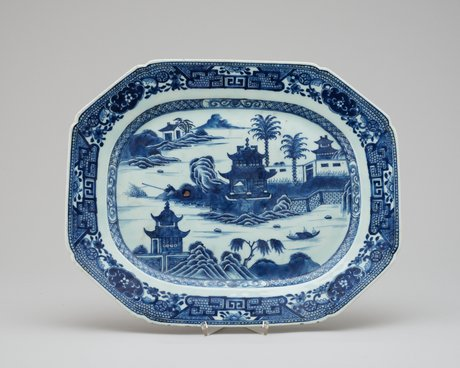 A blue and white serving dish, qing dynasty, qianlong 1736-95.