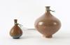 Vaser, 2 st stengods varav miniatyr berndt friberg, gustavsberg.