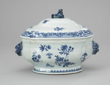 58. A blue and white tureen with cover, Qing dynasty, Qianlong (1736-95).