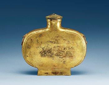 10. FLASKA med LOCK, patinerad brons. Troligen Ming dynastin.