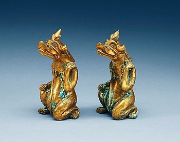 9. FIGURINER, ett par, förgylld brons, arkaiserande stil.