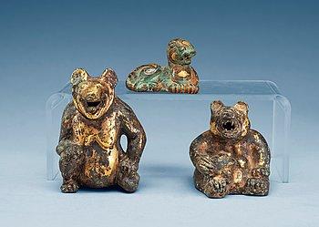 5. FIGURINER, tre stycken, förgylld brons. Troligen Ming dynastin (1368-1644).