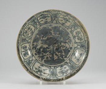 A blue and white bowl, Ming Swatow. Diam 38,5 cm.