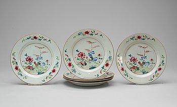 86. A set of six famille rose plates. Qing dynasty. Qianlong (1736-95).