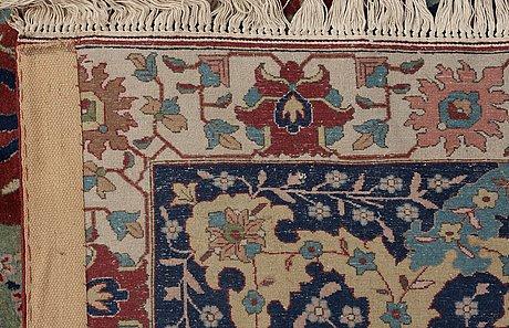 Semi-antique tabriz, signerad petag. 556 x 390,5 cm.