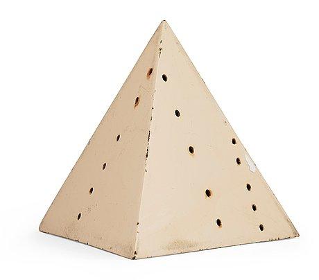 Lucio fontana, pyramid.