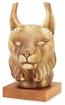 A Gunnar Nylund stoneware figure of a lynx head, Rörstrand. Height 19,5 cm excluding the wooden base.