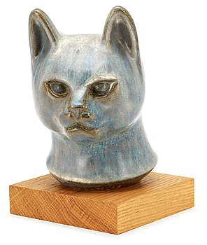 A Gunnar Nylund stoneware figure of a cat's head, Rörstrand. Height 15,5 cm excluding the wooden base.