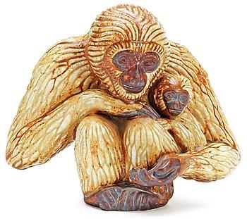 399. GUNNAR NYLUND Gibbonapa med unge, Rörstrand.