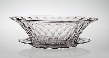 A Simon Gate cut glass bowl on stand, Orrefors 1929. Height 12 cm, length 38 cm.