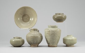 Five vases and a bowl, southeast Asia and Ming. Vases 7,5-15 cm, bowl diam 17 cm.