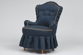 5. EMMA CHAIR.