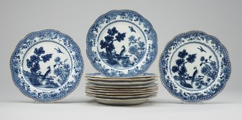 A set of twelve blue and white dinner plates, probably late Qing dynasty. Diam 22,5 cm.