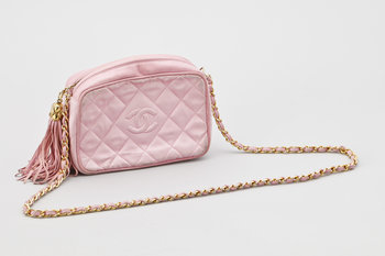 1209. A pink silk shoulder bag by Chanel.
