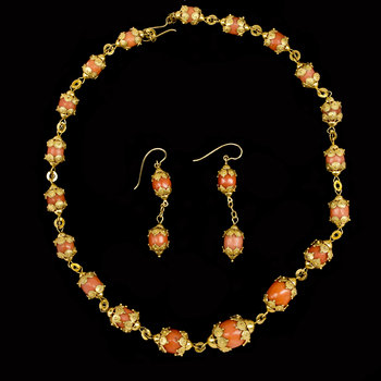 1011. NECKLACE and EARRINGS, corals.