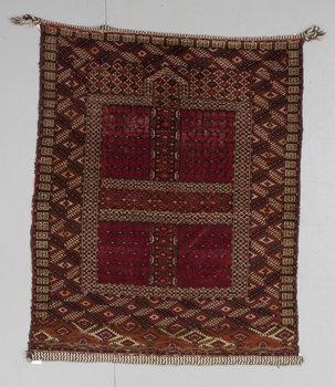 100. MATTA. Antik Turkmensk Ensi. 149,5 x 121.