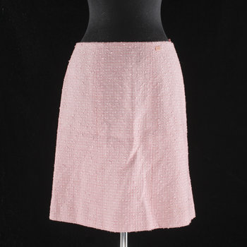 1207. A pink bouclé skirt by Chanel.