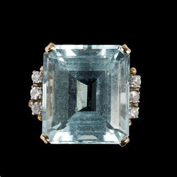 1006. RING, step cut aquamarine and eight cut diamonds, tot. 0.12 cts.